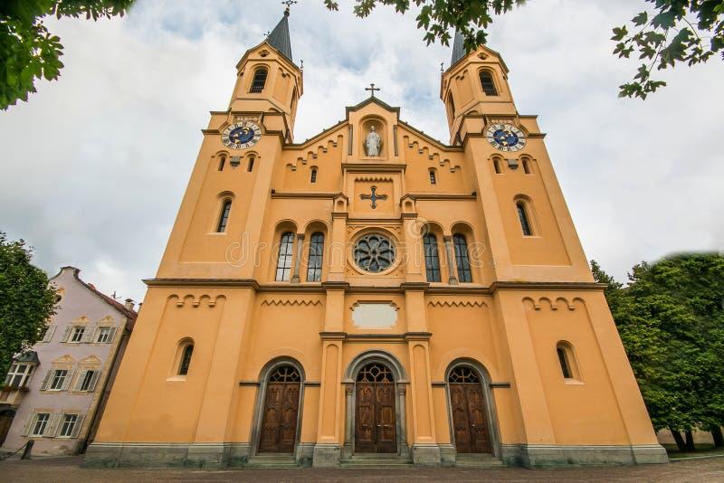 Εκκλησία της υπόθεσης του ST Mary σε Brunico Bruneck, Val Pusteria, Alto Adige, Ιταλία στοκ εικόνα