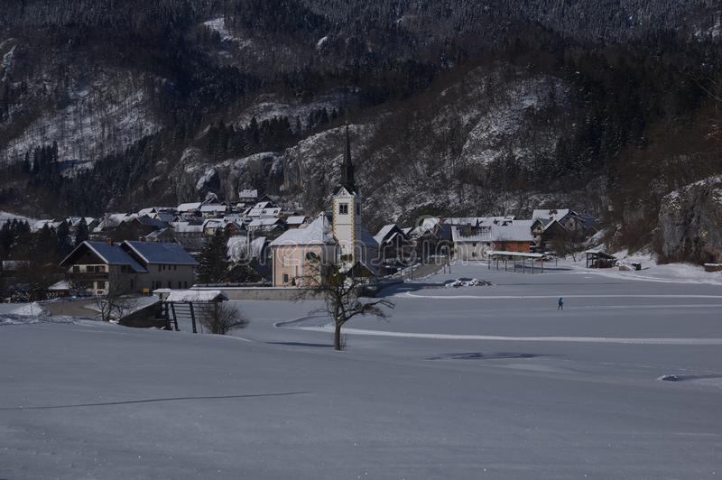 Εκκλησία του ST Margaret ` s σε Bohinjska Bela - χειμερινή εικόνα στοκ εικόνες