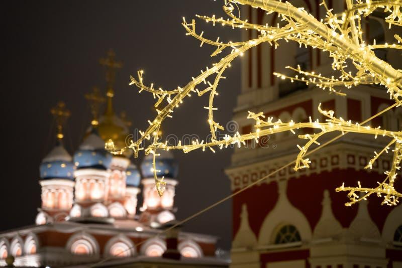 Εκκλησία Varvary Velikomuchenitsy Khram στην κεντρική Μόσχα τή νύχτα κατά τη διάρκεια της χειμερινής εορταστικής εποχής στοκ εικόνα με δικαίωμα ελεύθερης χρήσης