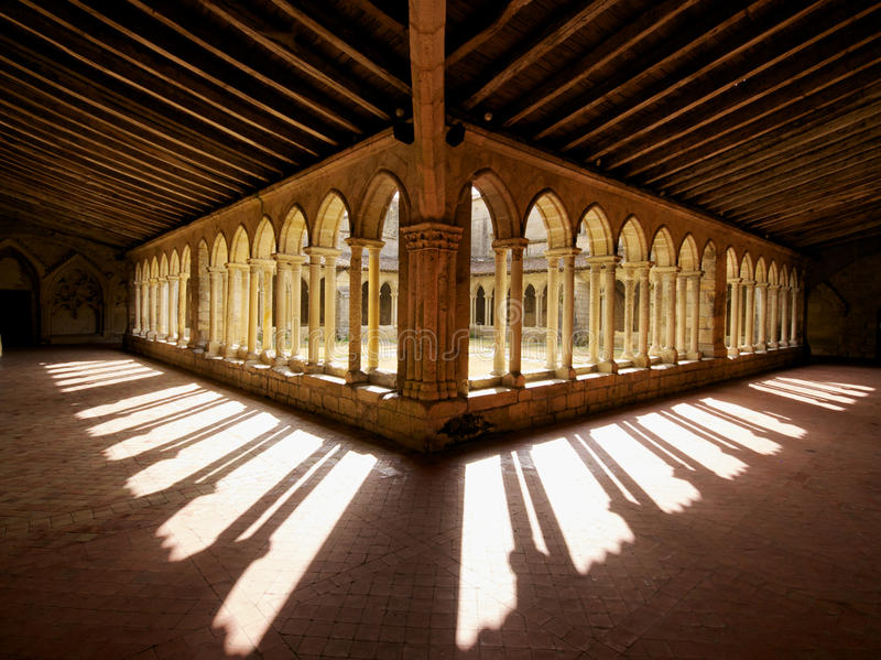 Εκκλησία Γαλλία Αύγουστος-30-12 αβαείων Αγίου Emilion στοκ φωτογραφία με δικαίωμα ελεύθερης χρήσης