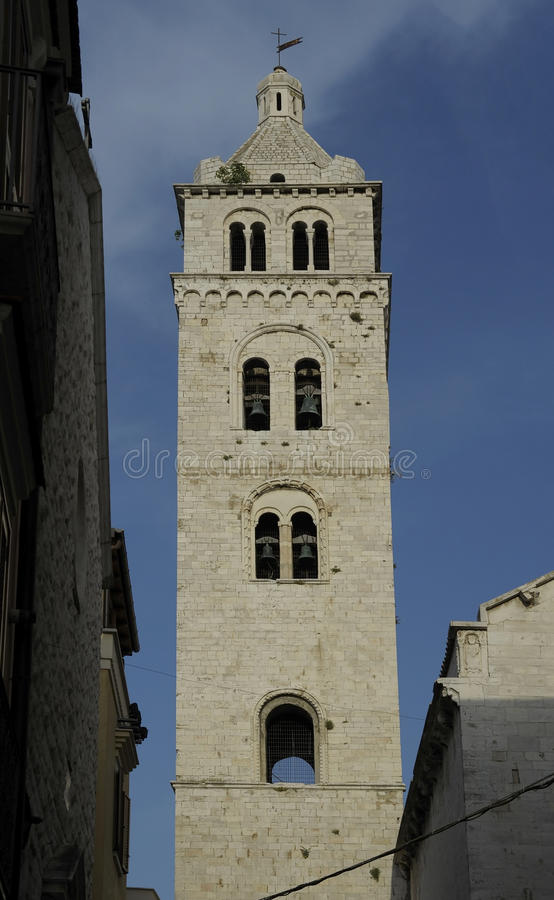 Εκκλησία πύργων κουδουνιών Barletta Apulia στοκ εικόνες με δικαίωμα ελεύθερης χρήσης