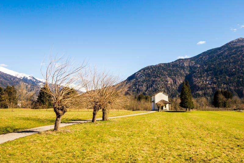 Εκκλησία στα λιβάδια των Άλπεων στοκ εικόνες με δικαίωμα ελεύθερης χρήσης