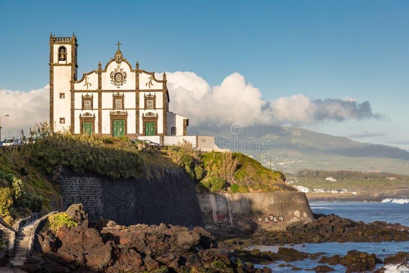 Εκκλησία στην πόλη προκυμαιών του απατεώνα Σάο στο νησί του Miguel Σάο στοκ εικόνες