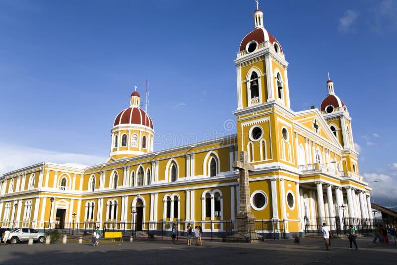 Εκκλησία της Γρανάδας στο κύριο τετράγωνο στοκ εικόνες
