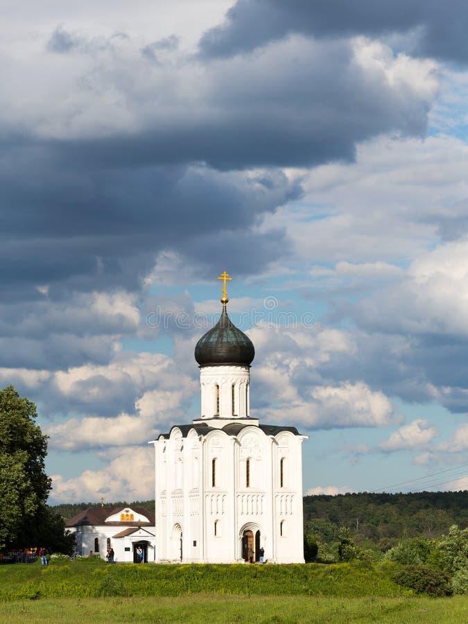 Εκκλησία της μεσολάβησης της άγιας παρθένας στο Nerl στοκ εικόνες