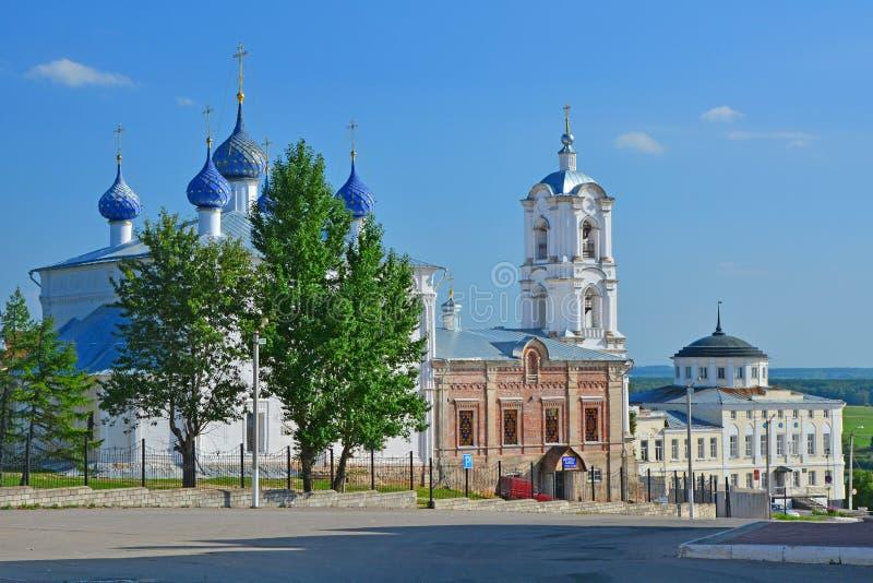 Εκκλησία της υπόθεσης και του σπιτιού των εμπόρων Alyanchikov στο κέντρο της πόλης Kasimov, Ρωσία στοκ φωτογραφία