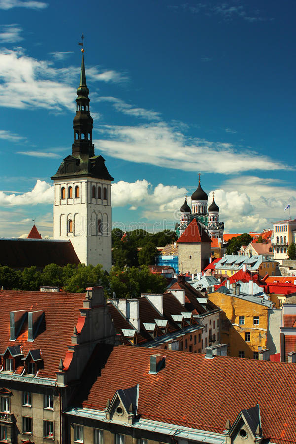 Εκκλησία του Άγιου Βασίλη και καθεδρικός ναός του Αλεξάνδρου Nevsky στην παλαιά πόλη του Ταλίν, Εσθονία στοκ φωτογραφία με δικαίωμα ελεύθερης χρήσης