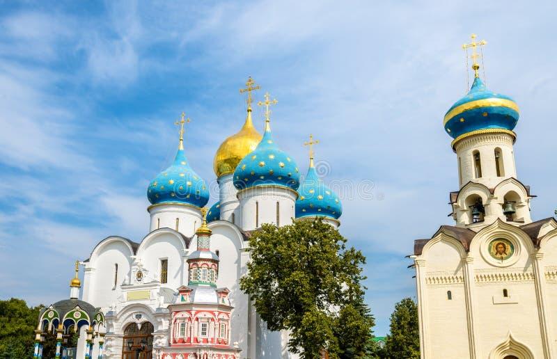 Εκκλησία του ιερού καθεδρικού ναού πνευμάτων και υπόθεσης στο troitse-SE στοκ εικόνα