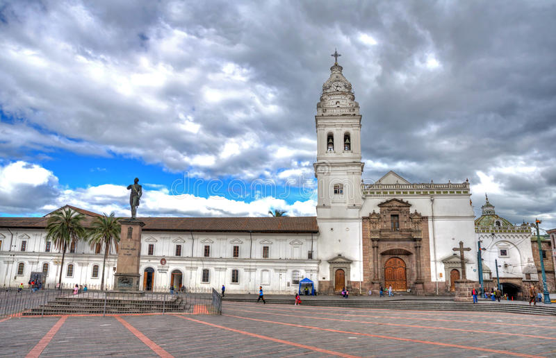 Εκκλησία του Domingo Santo στο στο κέντρο της πόλης Κουίτο στοκ φωτογραφίες με δικαίωμα ελεύθερης χρήσης