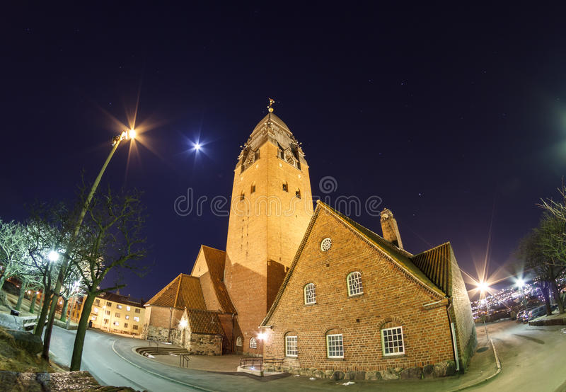Εκκλησία Masthugget στο νυχτερινό ουρανό στοκ εικόνα