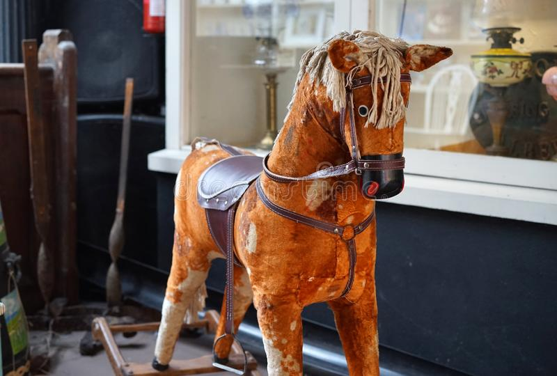 Εκλεκτής ποιότητας άλογο λικνίσματος που αγαπιέται από τις γενεές στοκ φωτογραφία