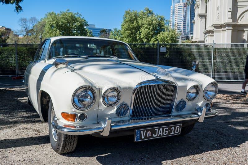 Εκλεκτής ποιότητας άσπρο αυτοκίνητο ιαγουάρων σε Motorclassica στοκ εικόνες με δικαίωμα ελεύθερης χρήσης