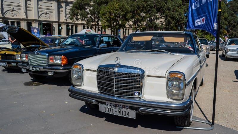 Εκλεκτής ποιότητας άσπρο αυτοκίνητο της Mercedes σε Motorclassica στοκ φωτογραφία