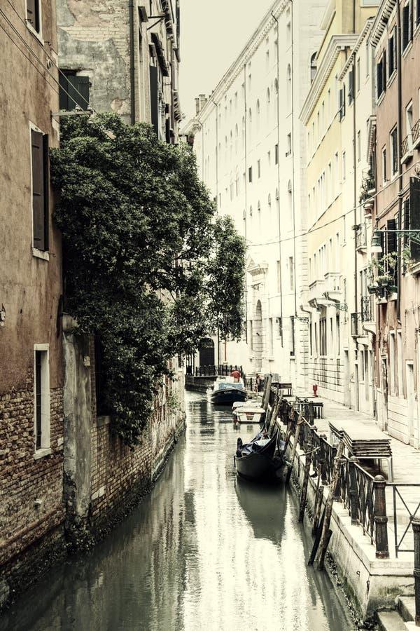 Εκλεκτής ποιότητας ήρεμο κανάλι της Βενετίας στοκ εικόνα