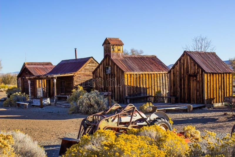 Εκλεκτής ποιότητας αναδρομικά ξύλινα κτήρια στην υψηλή έρημο στοκ φωτογραφία με δικαίωμα ελεύθερης χρήσης