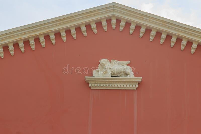 Εκλεκτής ποιότητας ανακούφιση τοίχων αετωμάτων του φτερωτού λιονταριού του σημαδιού Αγίου, στοκ εικόνες