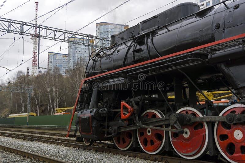 Εκλεκτής ποιότητας ατμομηχανή ατμού σε έναν σύγχρονο σιδηρόδρομο στοκ εικόνες με δικαίωμα ελεύθερης χρήσης