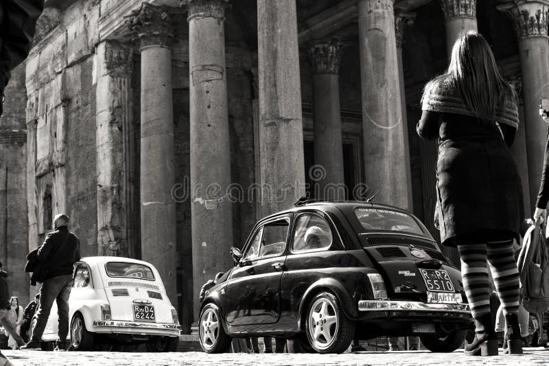Εκλεκτής ποιότητας αυτοκίνητα στη Ρώμη στοκ φωτογραφίες