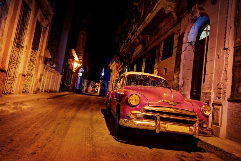 Εκλεκτής ποιότητας αυτοκίνητο της Αβάνας στο δρόμο στην Αβάνα στοκ εικόνα με δικαίωμα ελεύθερης χρήσης