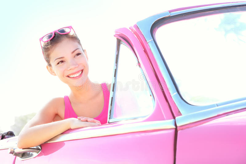 εκλεκτής ποιότητας γυναίκα οδήγησης αυτοκινήτων στοκ εικόνα