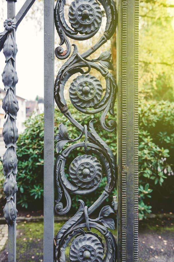 Εκλεκτής ποιότητας διακοσμητική λεπτομέρεια φρακτών σιδήρου στοκ εικόνες με δικαίωμα ελεύθερης χρήσης
