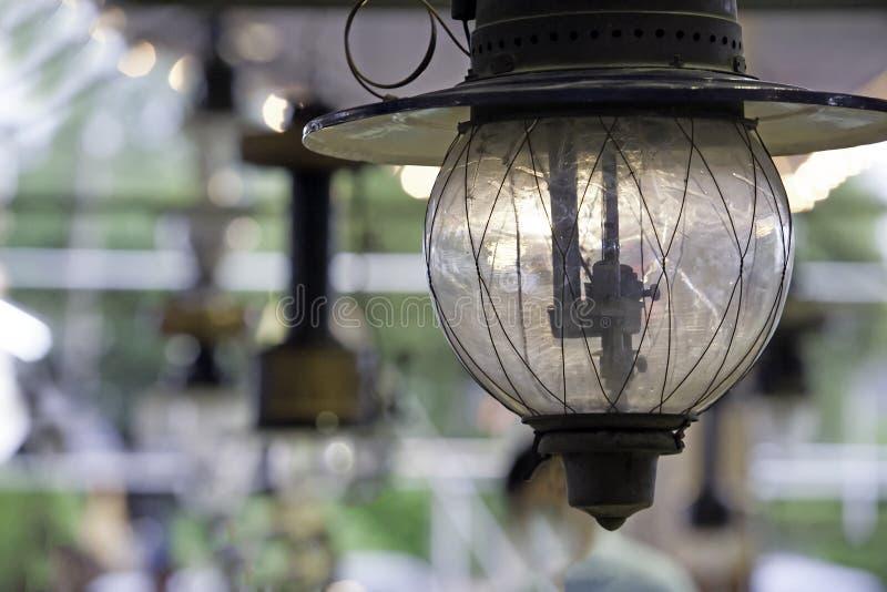 Εκλεκτής ποιότητας εγκαύματα λαμπτήρων κηροζίνης με τα μαλακά φω'τα Φανάρι αερίου με το φως καψίματος camping light λαμπτήρας φαν στοκ φωτογραφίες