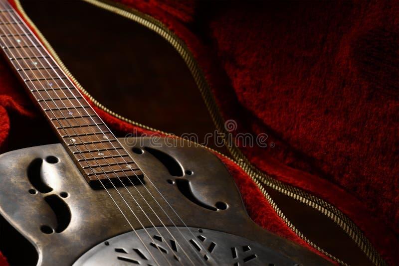 Εκλεκτής ποιότητας κιθάρα σε περίπτωση που στοκ εικόνα με δικαίωμα ελεύθερης χρήσης