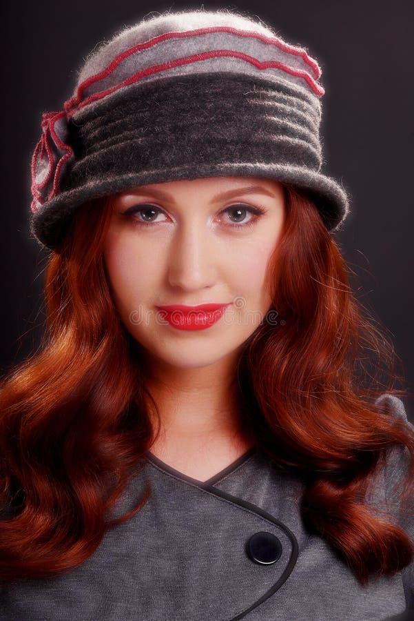 Εκλεκτής ποιότητας κορίτσι μόδας που φορά το καπέλο Cloche στοκ φωτογραφία με δικαίωμα ελεύθερης χρήσης