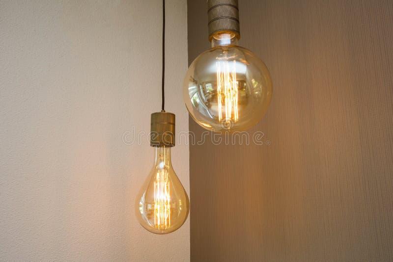 Εκλεκτής ποιότητας λαμπτήρας λαμπών φωτός διακοσμητικός στο εγχώριο αναδρομικό σχέδιο στοκ εικόνες