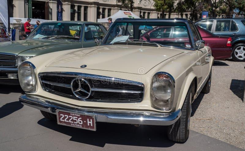 Εκλεκτής ποιότητας μετατρέψιμο αυτοκίνητο της Mercedes σε Motorclassica στοκ φωτογραφία με δικαίωμα ελεύθερης χρήσης