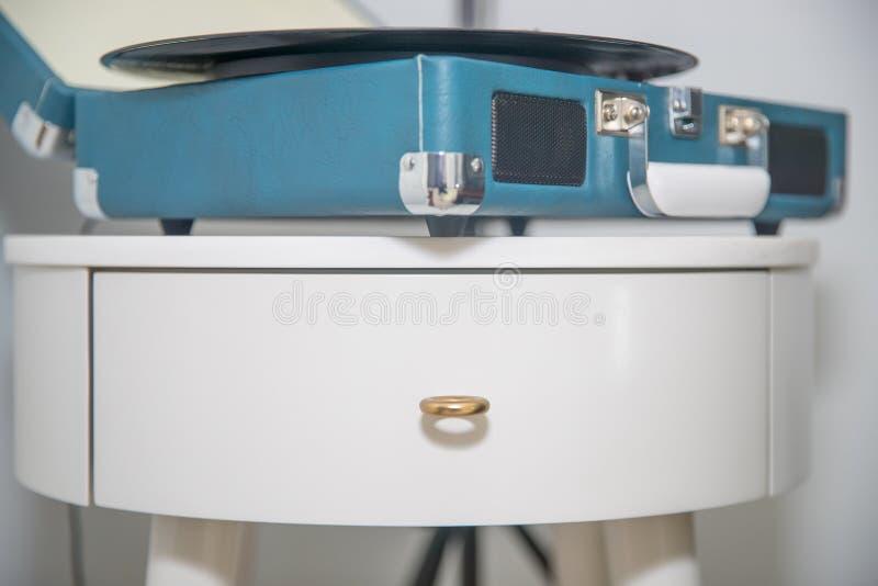 Εκλεκτής ποιότητας μπλε πικάπ στοκ εικόνες