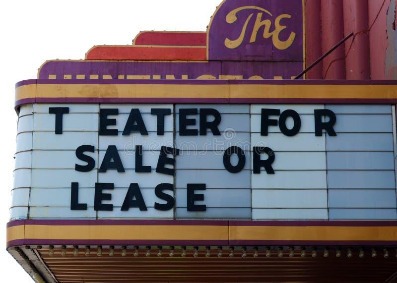 Εκλεκτής ποιότητας παλαιά κινηματογραφική αίθουσα για το σημάδι πώλησης στοκ φωτογραφία με δικαίωμα ελεύθερης χρήσης