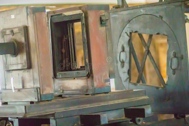 Εκλεκτής ποιότητας παλαιά ξύλινη κάμερα νοσταλγίας Ακόμη και πριν από τον πρώτο 19ο αιώνα οι κάμερες παρήχθησαν, το ξύλο χρησιμοπ στοκ εικόνες