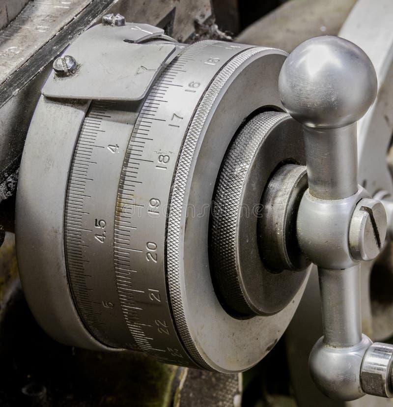 Εκλεκτής ποιότητας παλαιό αυτοκίνητο κατάστημα μηχανών Χ ασημένιος δείκτης πινάκων άξονα στοκ φωτογραφίες
