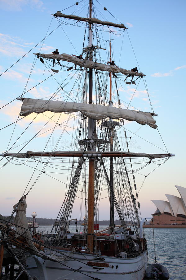 Εκλεκτής ποιότητας πλέοντας σκάφος στοκ φωτογραφίες
