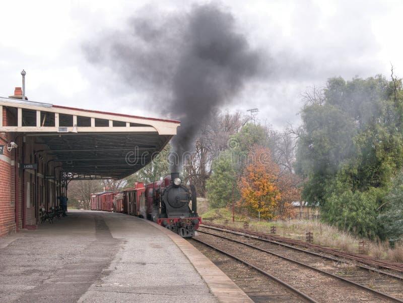 Εκλεκτής ποιότητας τραίνο αγαθών στο σταθμό Castlemaine στοκ φωτογραφία