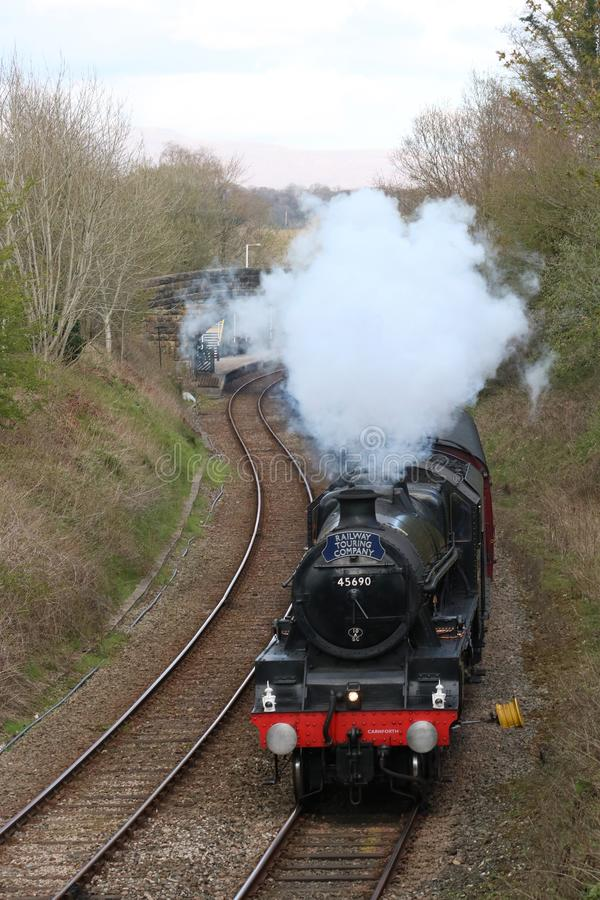 Εκλεκτής ποιότητας τραίνο 45690 ατμού Leander σε Wennington στοκ φωτογραφία με δικαίωμα ελεύθερης χρήσης
