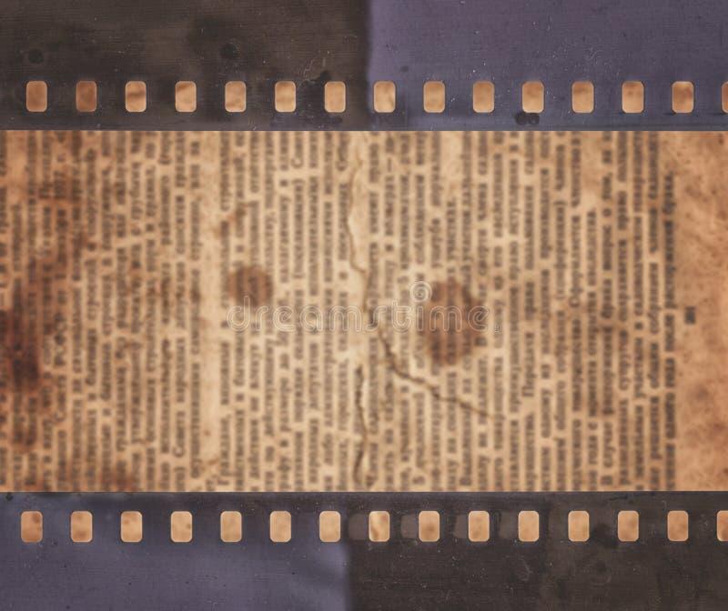 Εκλεκτής ποιότητας υπόβαθρο με την παλαιά εφημερίδα και την αναδρομική λουρίδα ταινιών απεικόνιση αποθεμάτων