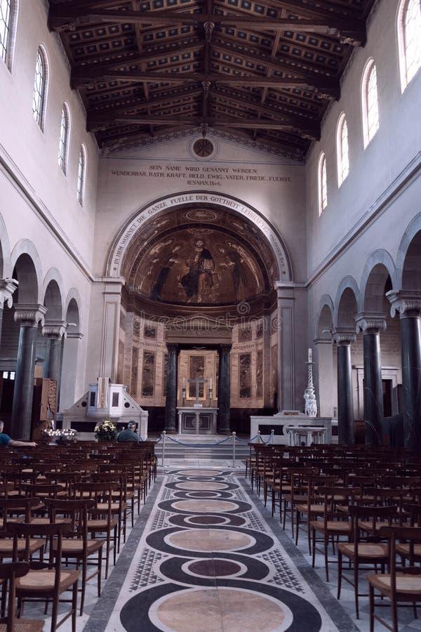 Εκλεκτής ποιότητας φωτογραφία μιας παλαιάς παλαιάς εκκλησίας, μιας ιερής έννοιας Ιησούς Χριστός 3 Βίβλων, πνευματικότητας και θρη στοκ φωτογραφίες