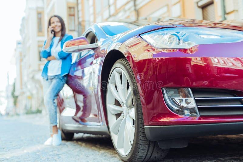 Εκλεκτική εστίαση του στάθμευσης του αυτοκινήτου στην οδό στοκ φωτογραφία με δικαίωμα ελεύθερης χρήσης