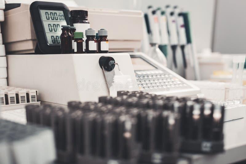 Εκλεκτική εστίαση των μπουκαλιών ιατρικής στοκ φωτογραφίες