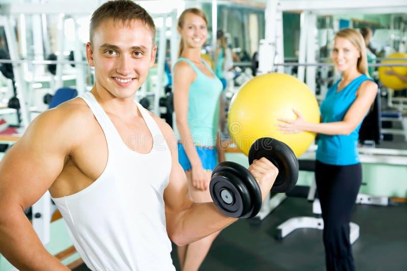 Εκπαιδευτικός ικανότητας με τους ανθρώπους γυμναστικής στοκ φωτογραφία