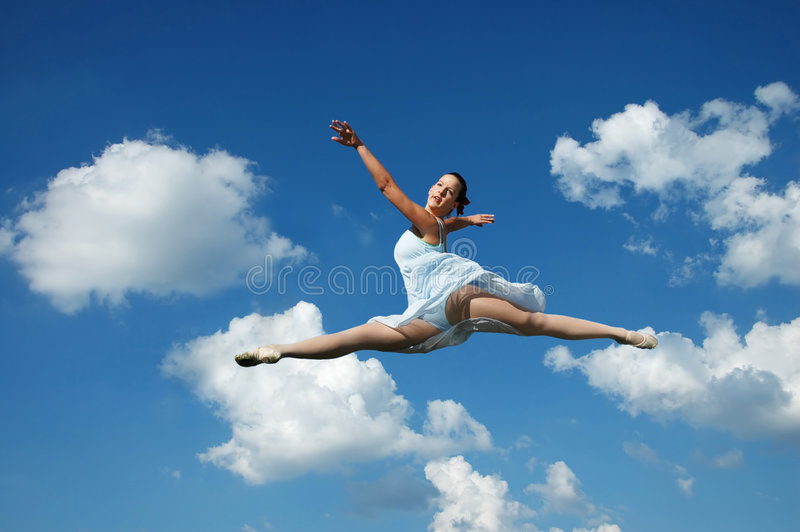 εκτέλεση άλματος ballerina στοκ εικόνες