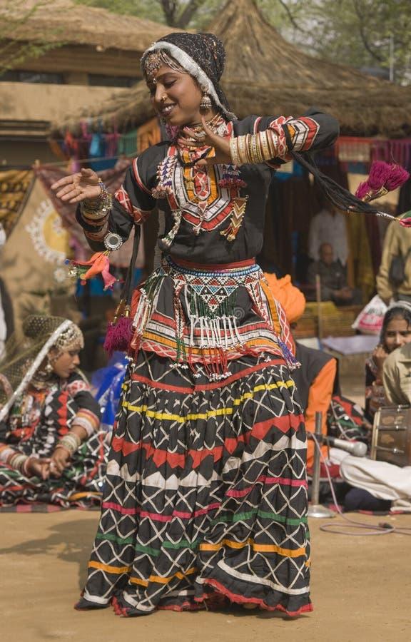 εκτέλεση χορευτών φυλ&epsilon στοκ φωτογραφία