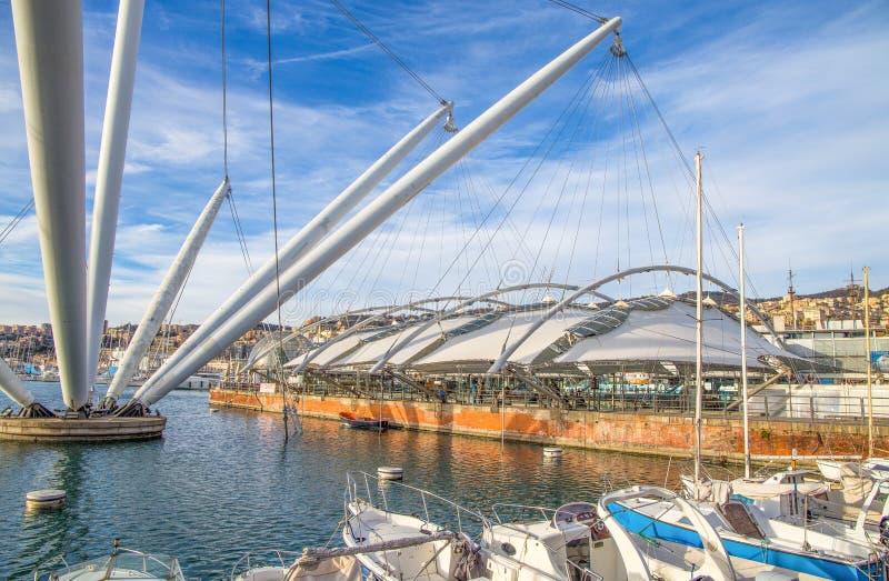 Εκτατή δομή στο αρχαίο λιμάνι της Γένοβας, Ιταλία στοκ φωτογραφίες