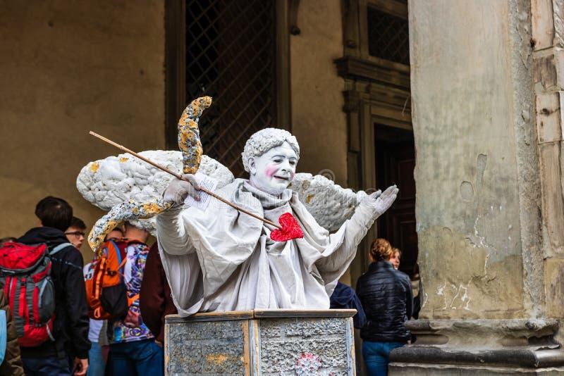 Εκτελεστής οδών ως Cupidon στην κύρια πλατεία της Φλωρεντίας στοκ εικόνα