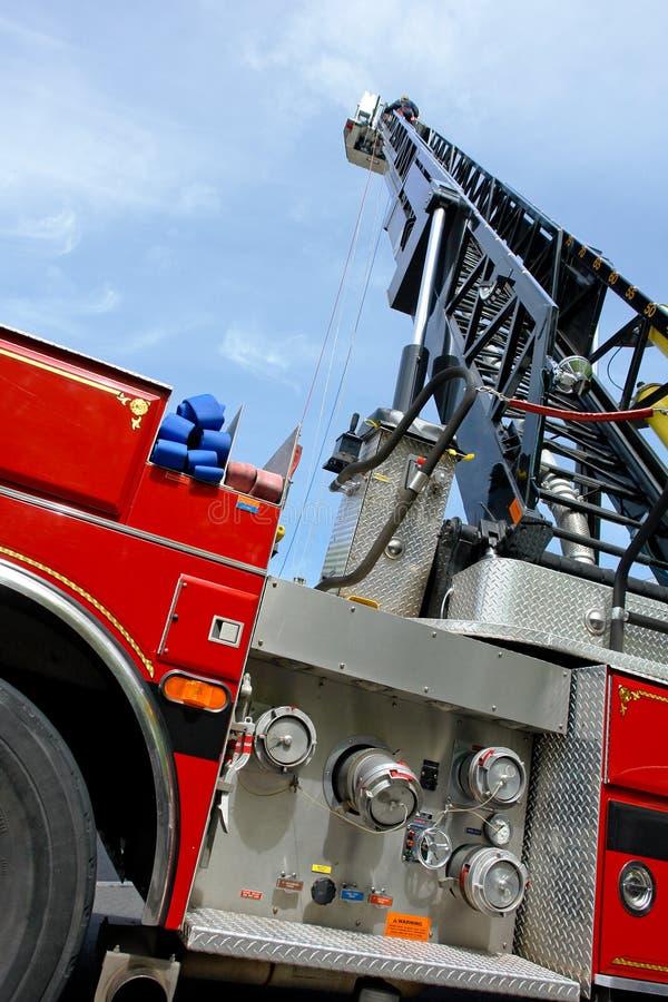 εκτεταμένο truck σκαλών πυρκ&al στοκ φωτογραφία με δικαίωμα ελεύθερης χρήσης