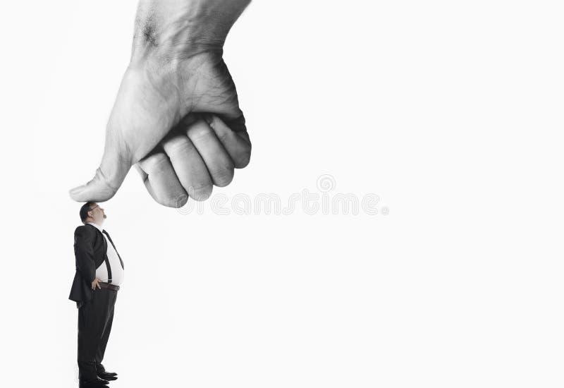 Εκτελεστικός που ωθείται από το μεγάλο αντίχειρα στοκ φωτογραφία
