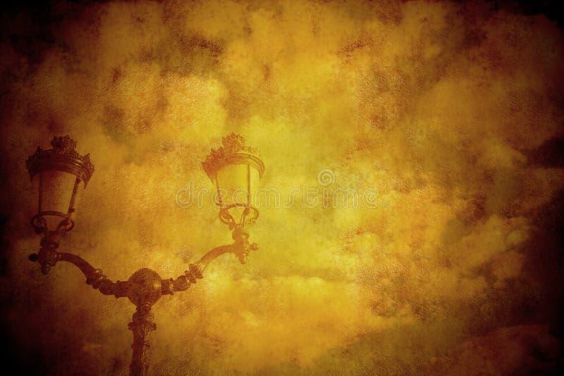 Εκλεκτής ποιότητας λαμπτήρας και σύννεφα ύφους υποβάθρου στοκ εικόνες