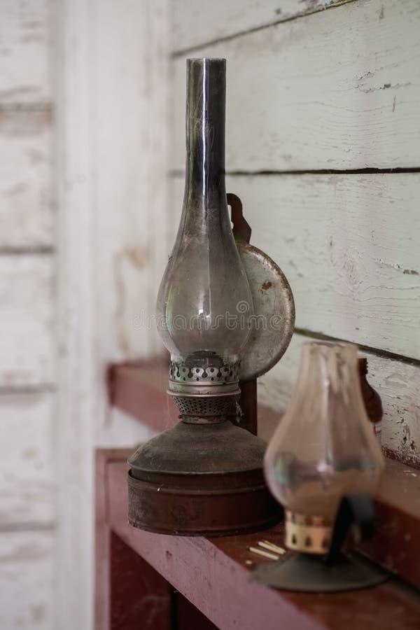 Εκλεκτής ποιότητας λαμπτήρας κηροζίνης και κάτοχος κεριών στοκ φωτογραφία με δικαίωμα ελεύθερης χρήσης